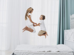 Representing rebound pressure: siblings jumping on a mattress